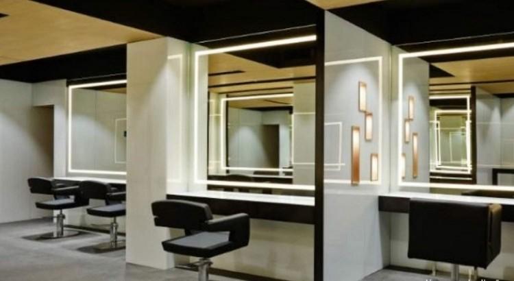 espejos con leds para peluqueras en el saln de belleza toro