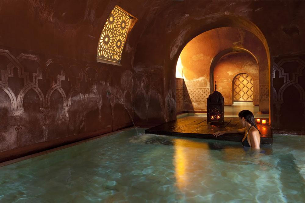 Baños Romanos Granada:Diseño e iluminación de sótanos